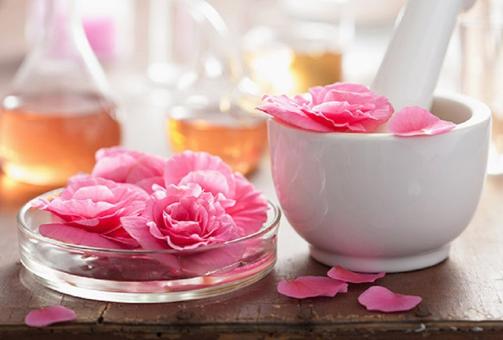 How to Use Fragrance Oil on Skin